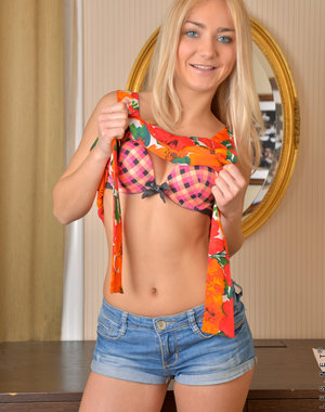 Czech coed Victoria P. is a total sweetheart.. Pics